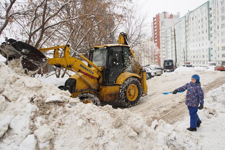 В российской столице снег обязаны вывезти с улиц в течение 12 часов.