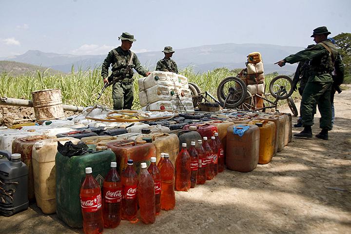 Тем не менее, пока экономика продолжает жить по «черному курсу», а пересчете на него бензин в Венесуэле все равно остается самым дешевым в мире - литр 95го обойдется менее чем в 1 цент