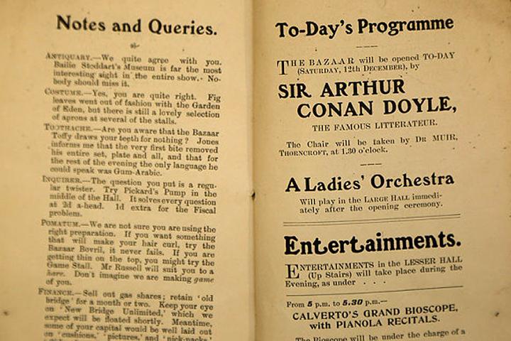 Кстати, кто автор 48-страничного рассказа указан не был, на то, что его мог написать Артур Конан Дойл косвенно указывает тот факт, что имя известного писателя приводится в конце книги