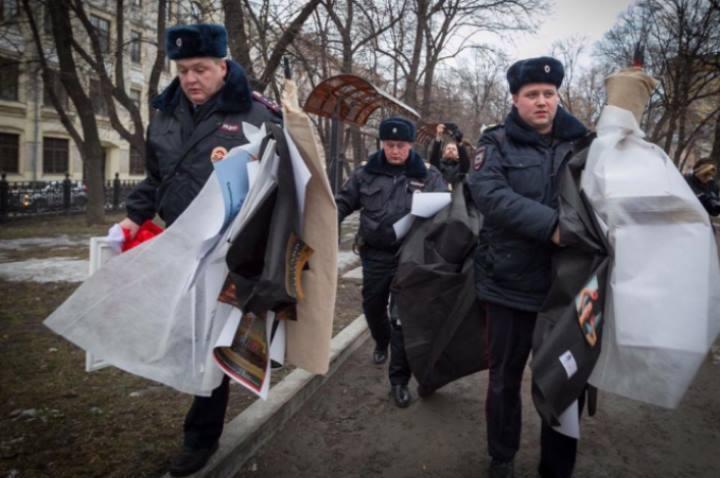 Все фотографии, печати, холсты у художников изъяли. Фото:facebook.com/katrin.nenasheva