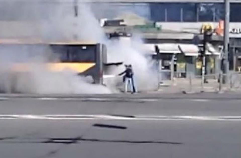 ВПетербурге наплощади Александра Невского горел автобус