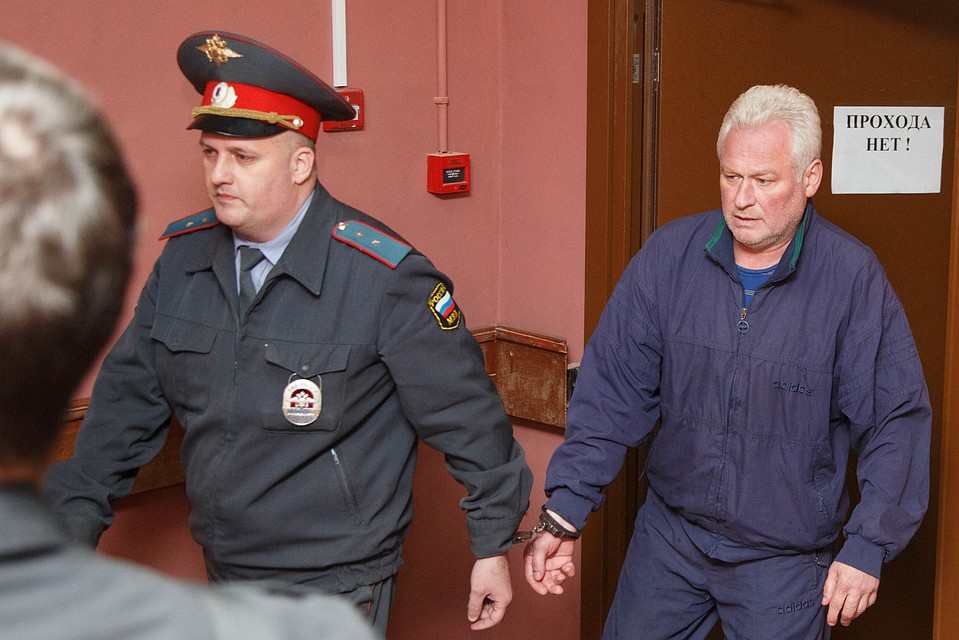 Владимир Долгополов в здании суда