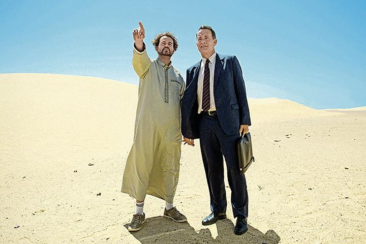 Том Хэнкс (справа) рекламирует «экономическое чудо» Саудовской Аравии.