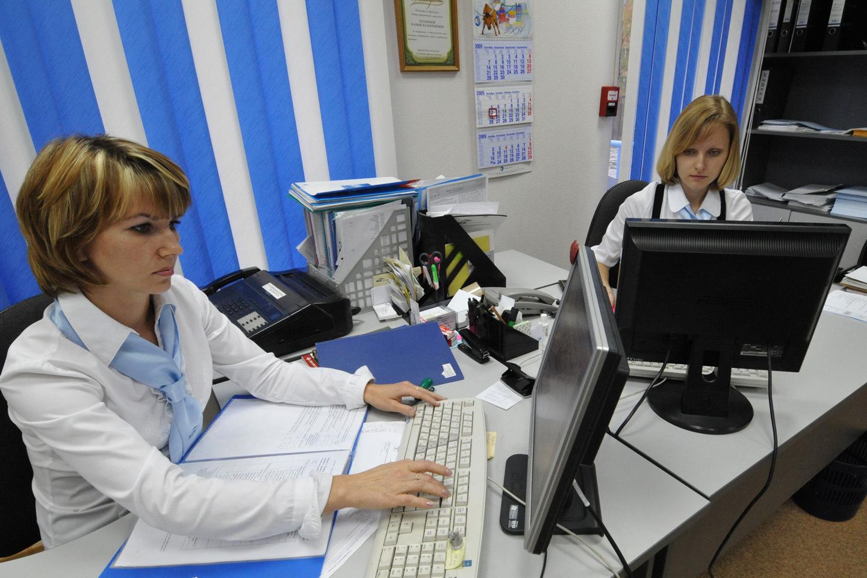 «Белые воротнички» ежедневно составляют тысячи документов, которые, как это ни печально, содержат ошибки. Фото: Александр КОЛБАСОВ/ИТАР-ТАСС