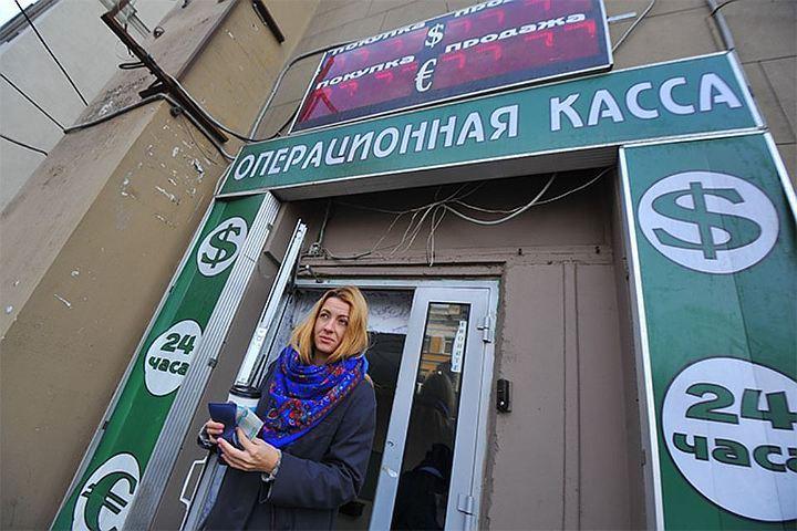 Государственная дума разрешила без паспорта обменивать на валюту до 40 тысяч рублей.