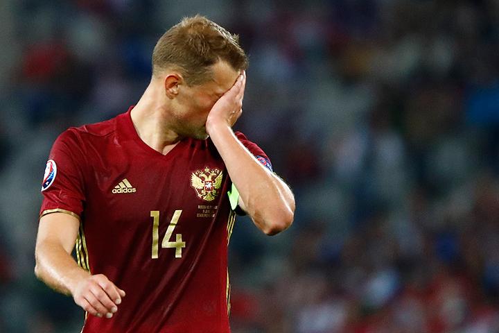 Во втором матче группового этапа Чемпионата Европы наши футболисты уступили словакам со счетом 1:2.