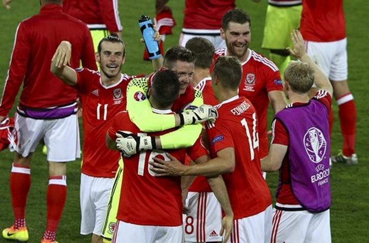 Уэльс празднует первое место в группе. Фото: uefa.com