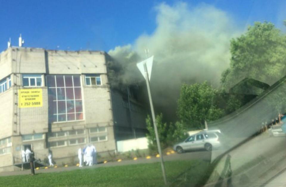 Завод икры наулице Маршала Говорова эвакуировали из-за пожара
