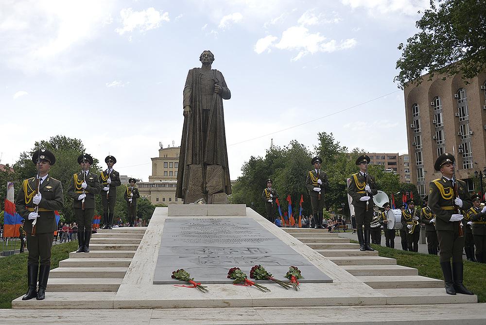 Столицу Армении украсил памятник заместителю командира армянского легиона СС.