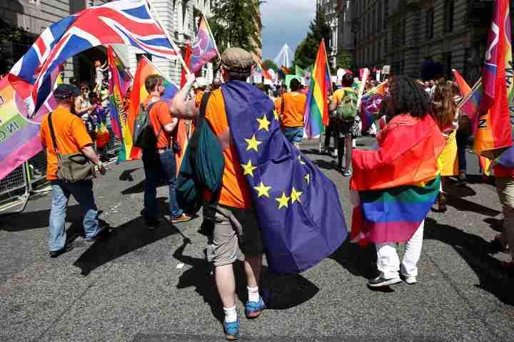 В какой-то момент к протестующим присоединились и участники гей-парада