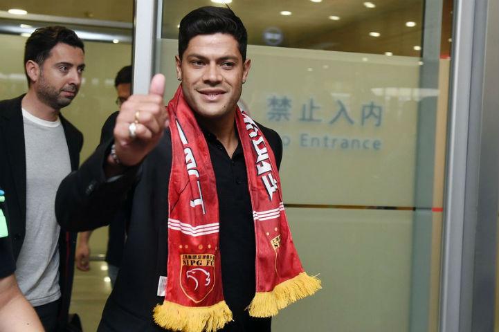 Халк уже в шарфе нового клуба (Фото: TransferMarkt China)