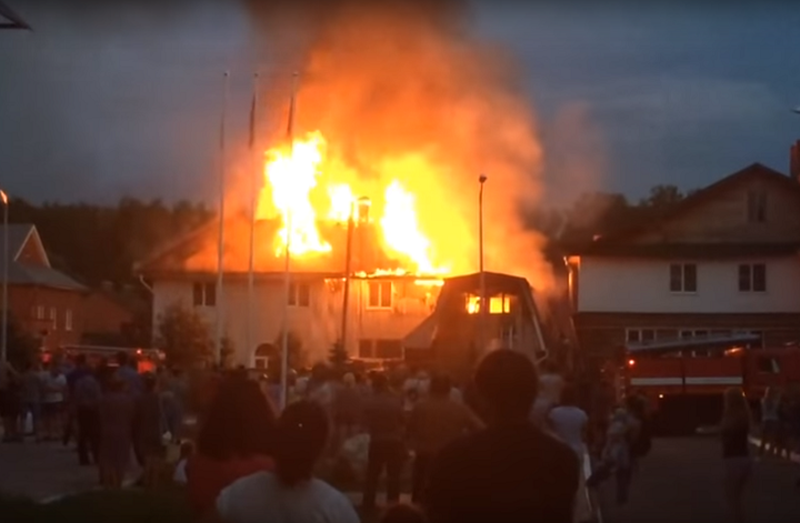 ВЗалесном взрыв «Газели» привел кпожару жилого дома