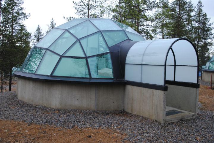 Финский отель предлагает работу наблюдающего засеверным сиянием