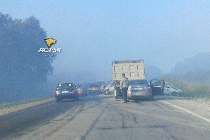 12 машин столкнулись из-за тумана под Новосибирском