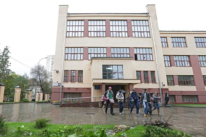 А вот звание самой крутой школы продолжает удерживать лицей № 1535 — и это со времен основания рейтинга в 2011 году! Фото ТАСС/ Артем Геодакян