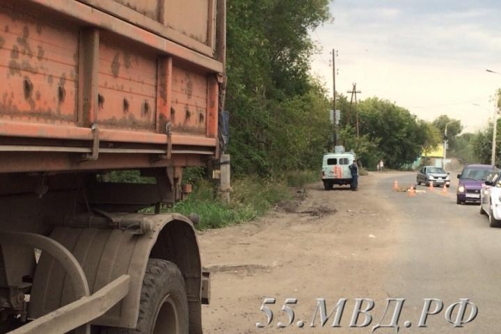 ВОмске «КамАЗ», выезжая заворота элеватора «Мельница», сбил женщину насмерть
