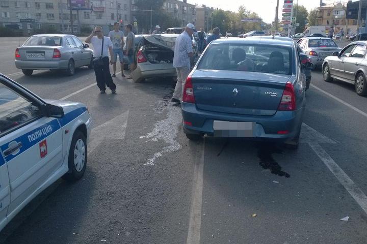 ВЧелябинске столкнулись шесть машин Сегодня в13:29