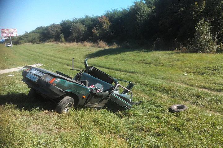 ВВоронежской области легковую машину разрезало опорой пополам
