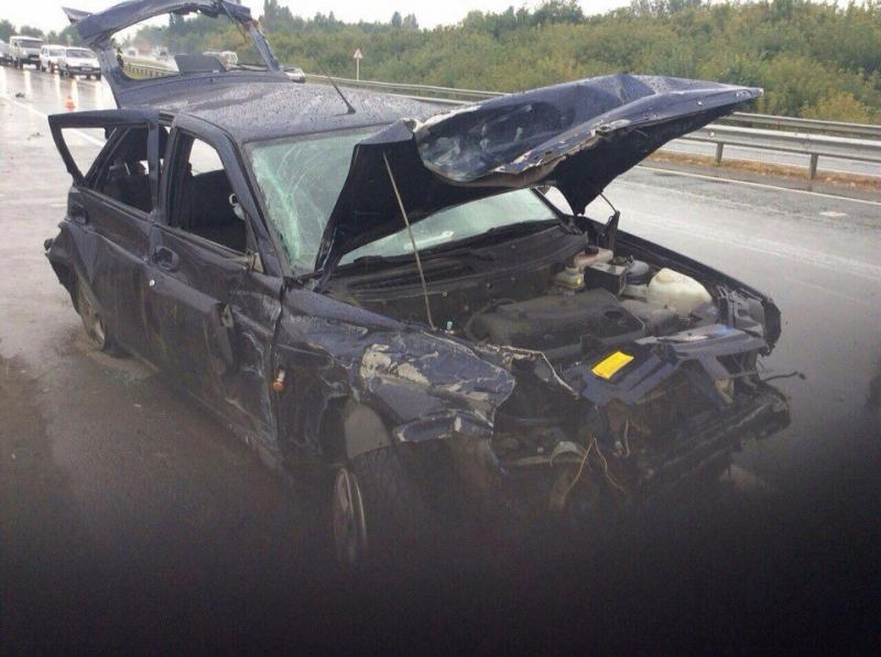 Надороге «Самара-Волгоград» «Приора» врезалась вотбойники, шофёр ипассажирка погибли