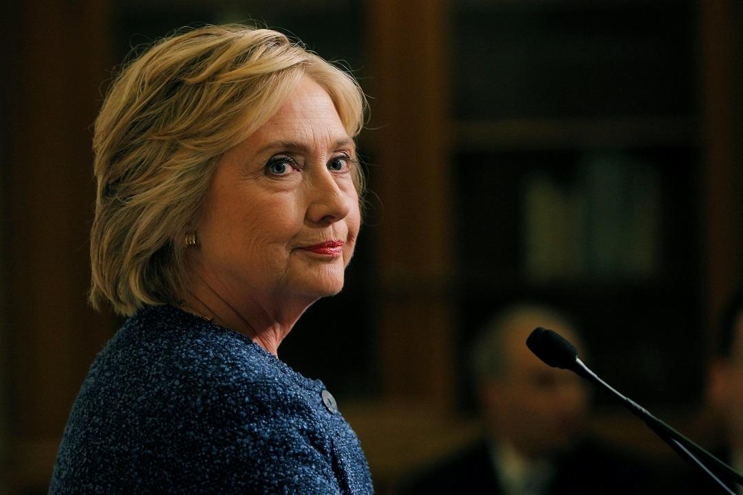 Вштабе Клинтон назвали дату возобновления предвыборных мероприятий