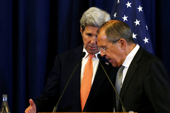 Сергей Лавров и Джон Керри после подписания договоров по Сирии в Женеве