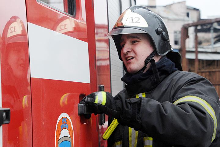 ВПетербурге автомобиль Порше горел наКаменноостровском проспекте