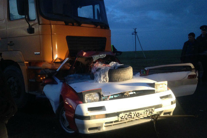 ВБашкирии натрассе Уфа-Инзер-Белорецк иностранная машина влетела под самосвал