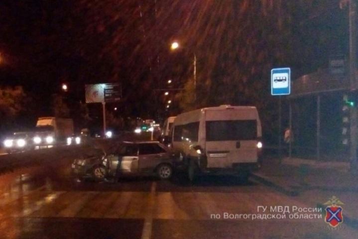 ВВолгограде 35-летний шофёр учинил ДТП с 2-мя маршрутками