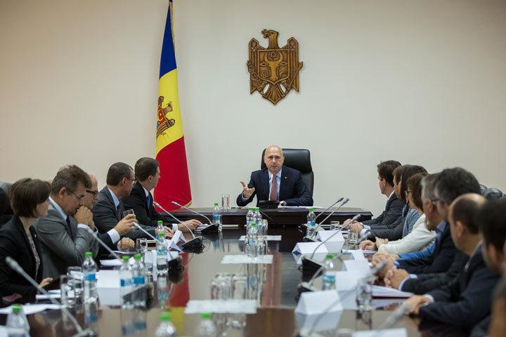 Павел Филип признался, что семь законопроектов — часть пакета условий МВФ для заключения нового соглашения о сотрудничестве с Молдовой. фото: gov.md