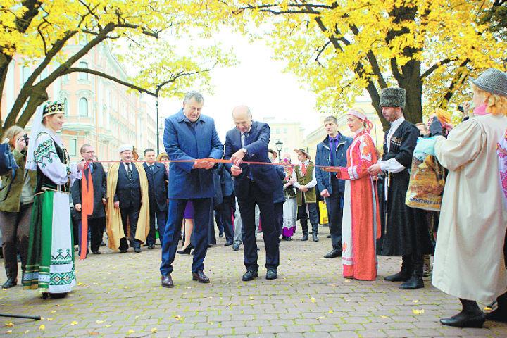 В торжественной церемонии принял участие губернатор Ленобласти Александр Дрозденко.