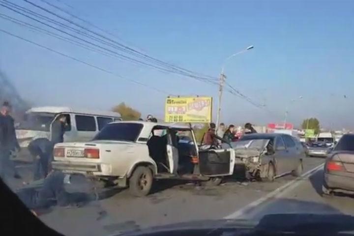 ВОмске шофёр, лишенный прав, устроил лобовое ДТП: пострадал ребенок