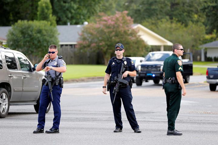 Вгороде Лейкленд, США, вооруженные люди захватили «Макдоналдс»