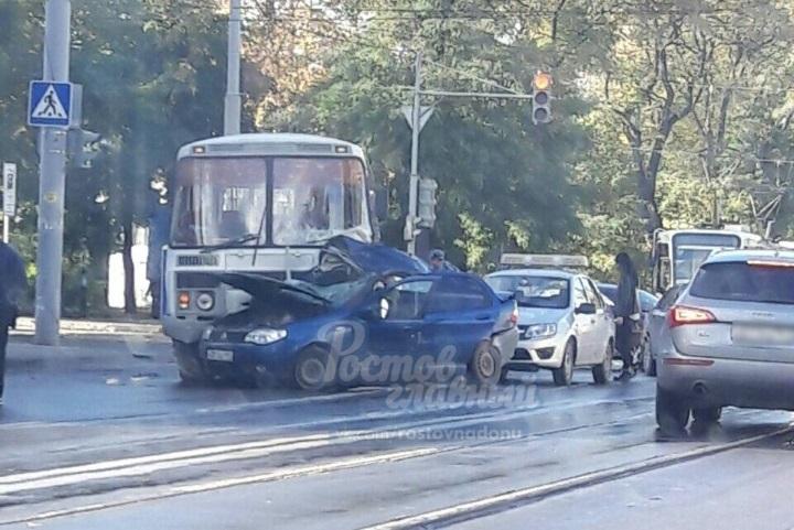 ВРостове-на-Дону вДТП савтобусом умер один человек