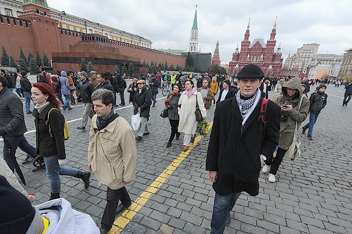 Столичные оппозиционеры прогулялись по центру города.