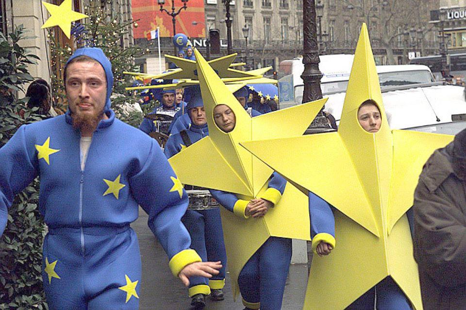 Страны Балтии против создания армии Европейского союза.