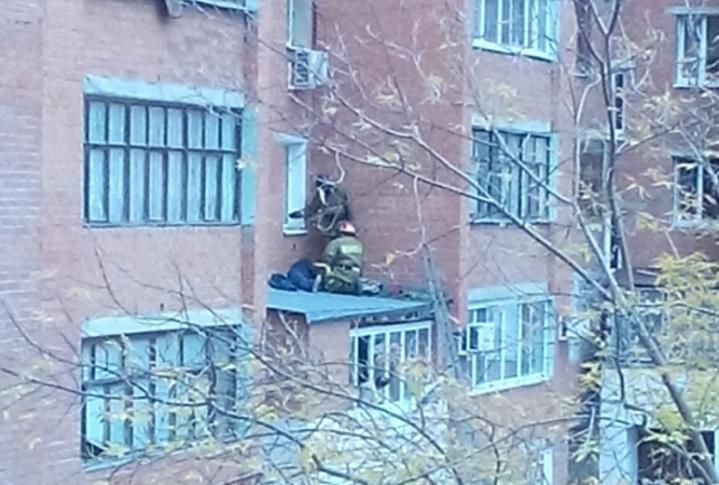 ВТюмени нетрезвый мужчина остался живой после того, как выпал изокна