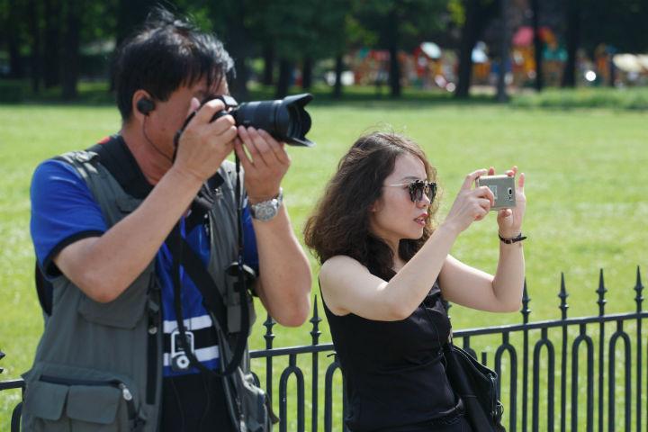 Китайских туристов в Петербурге все больше
