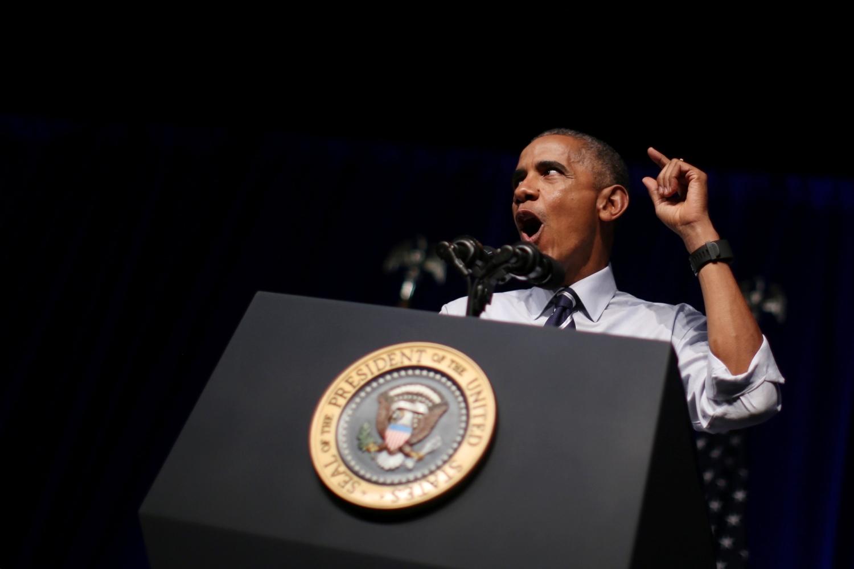 Американский лидер не смог разобрать слов протестующей, прервавшей его речь.
