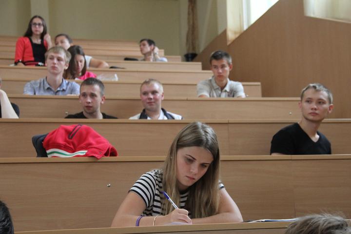Рособрнадзор лишил госаккредитации три столичных университета