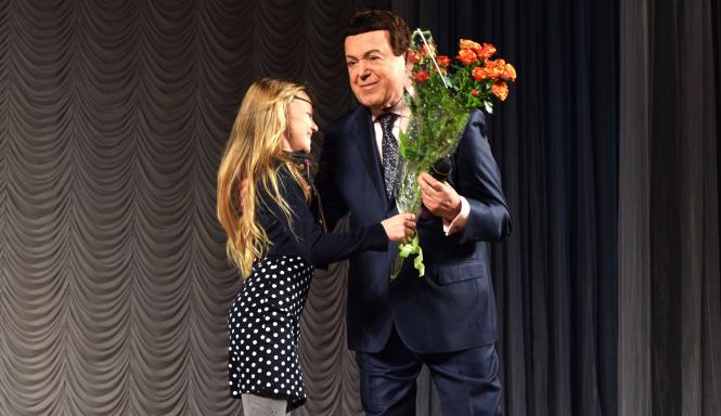 Луганчанки любимому Мэтру от всего сердца дарили цветы. Фото: Пресс-служба Главы ЛНР