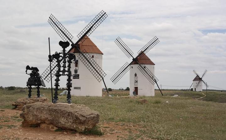 Мельницы, с которыми сражался Дон Кихот, и сейчас стоят на полях Кастильи-ла-Манчи!