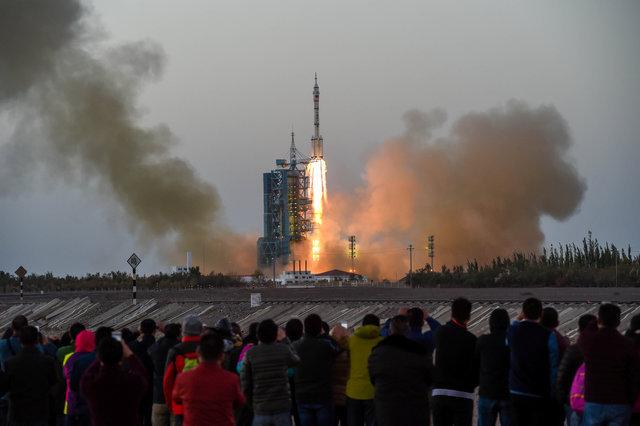 Пилотируемый корабль «Шэньчжоу-11» стартовал с китайского космодрома Цзюцюань в понедельник