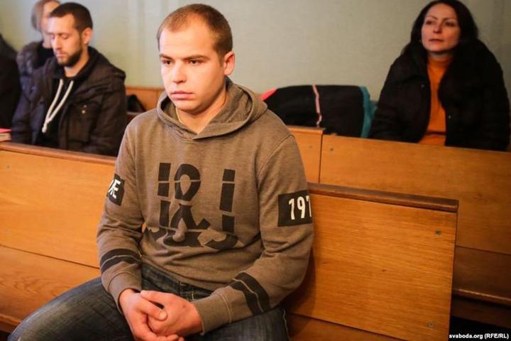 Напавший на оппозиционных сборщиков подписей арестован на три месяца. Фото: svaboda.org.