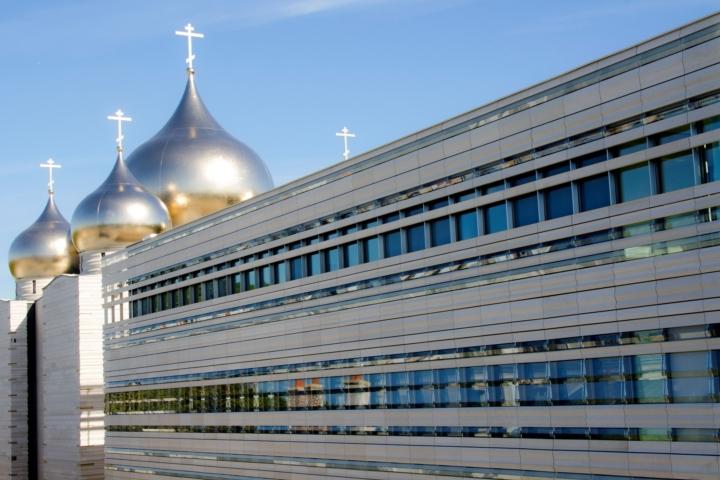 Центр состоит из нескольких зданий, которые расположены в районе набережной Бранли, - учебный, административный комплексы, храм... Фото: Доминик Бутен/ТАСС