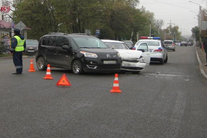 ВТамбове двухлетняя девочка пострадала при столкновении легковых машин