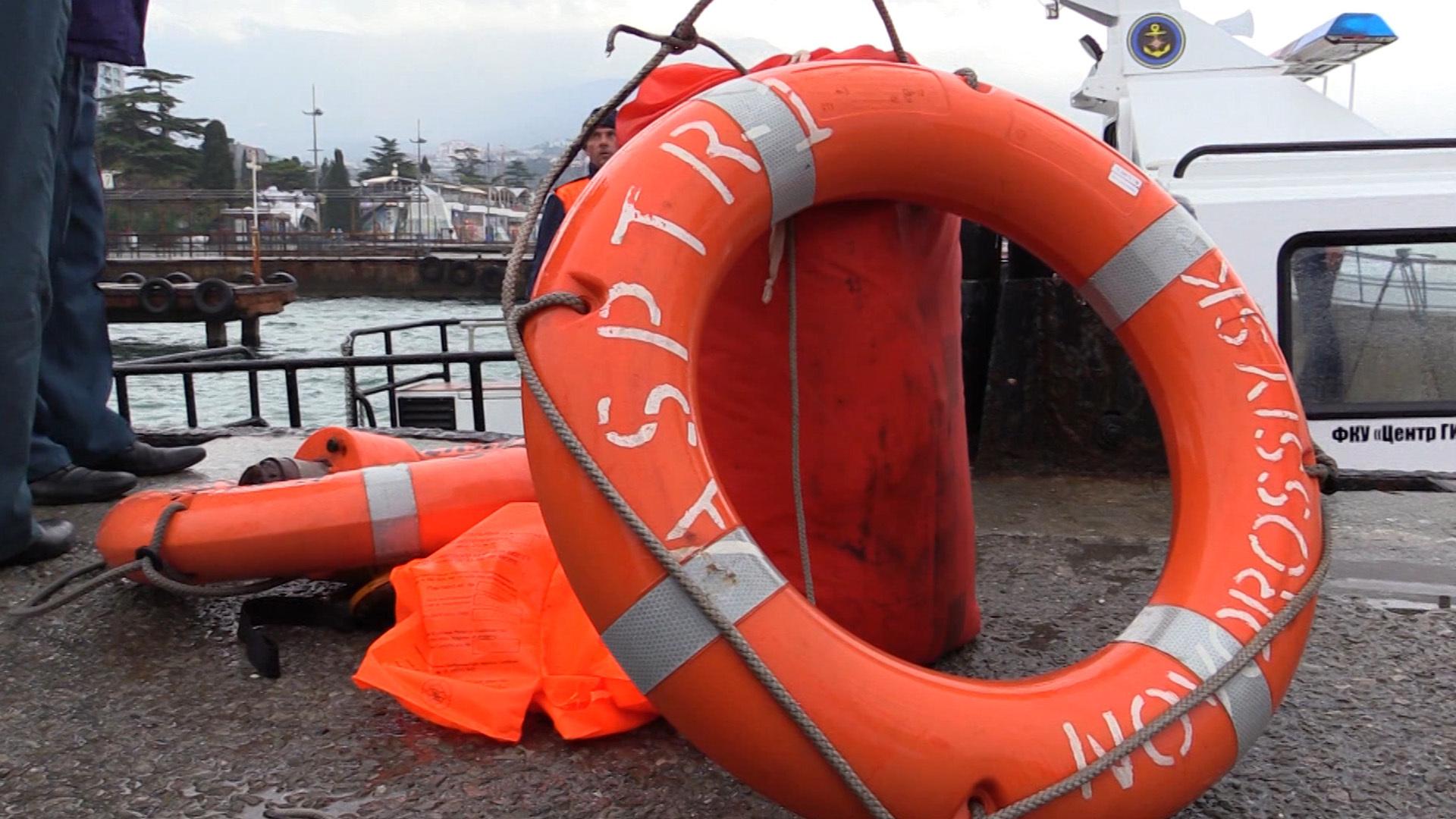 ВКрыму поиски моряков сзатонувшего плавкрана перевели впассивную стадию
