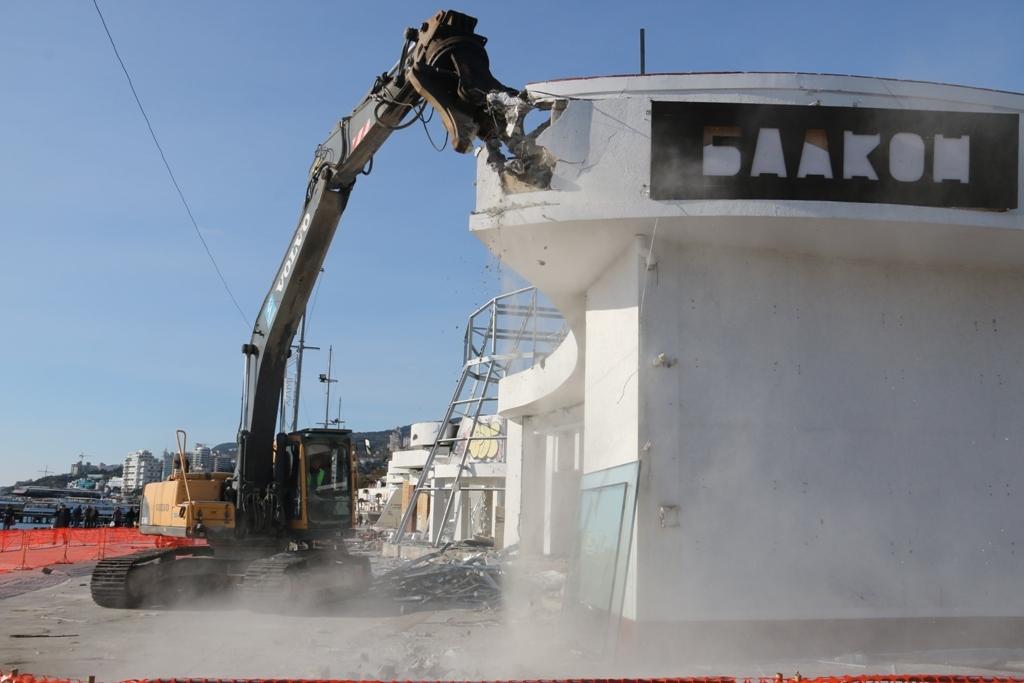 Вся работа по ликвидации строения займёт порядка месяца. Фото: пресс-служба администрации Ялты.