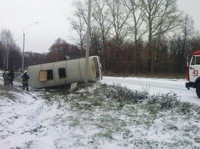 На автотрассе вЧР перевернулся рейсовый автобус, десять человек пострадали