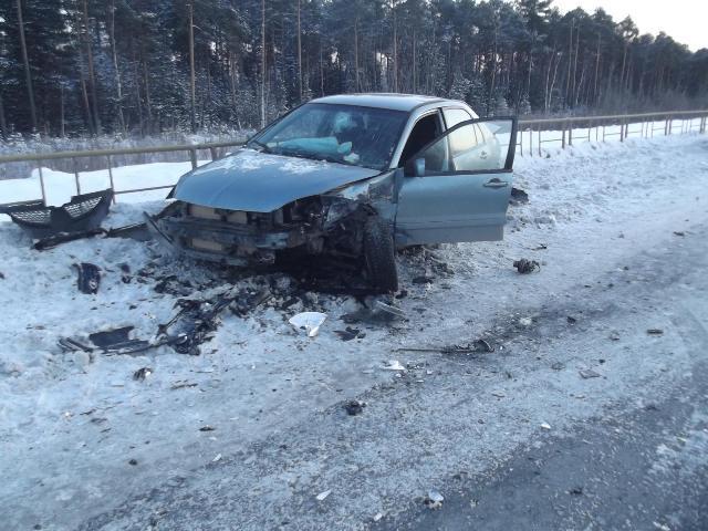 ВЮгре столкнулись «Porsche Cayenne», «Мitsubishi Lancer» и«Лада», пострадали три человека