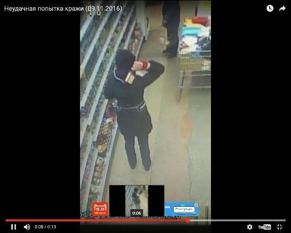 Омичи обсмеяли женщину, которая всупермаркете прятала виски вкапюшон